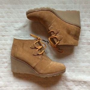 TOMS Wheat Suede/Shearling Desert Wedge Size 7